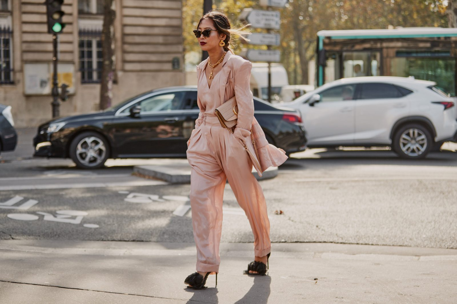 relaxed rose fashion suit for the office or a night out