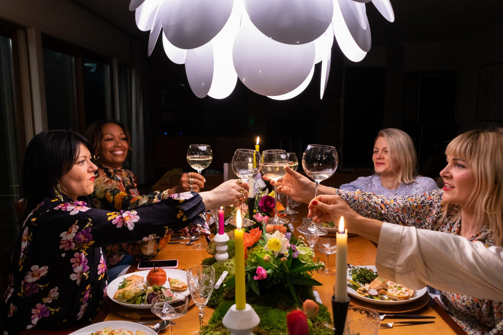 Girlfriends toasting champagne