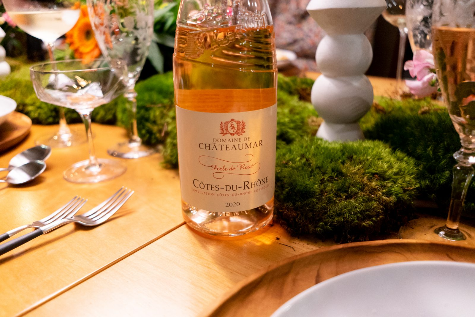 domaine de chateaumar at a dinner setting