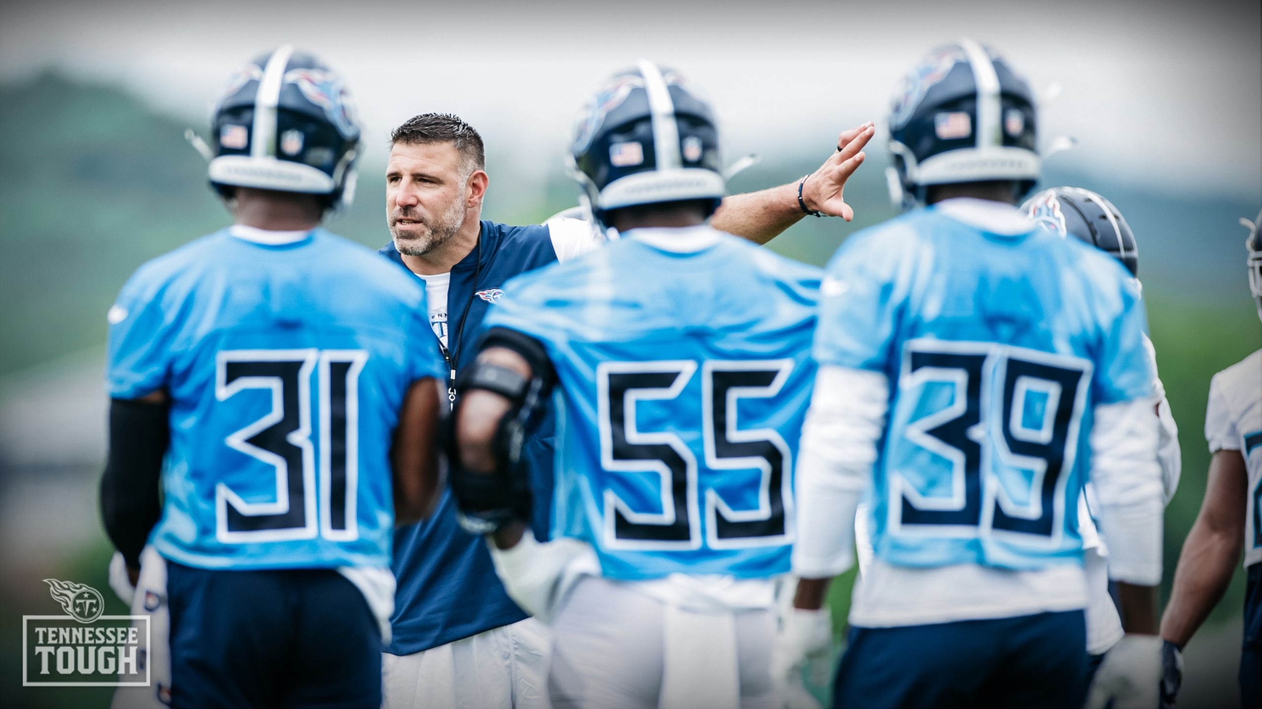 Mike Vabrel coaching the Tennessee Titans through practice