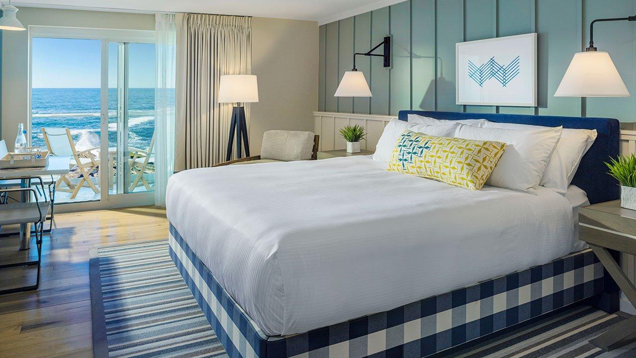 luxury bedroom at The cliff house in bald head cliff outdoor on the atlantic ocean luxury resort