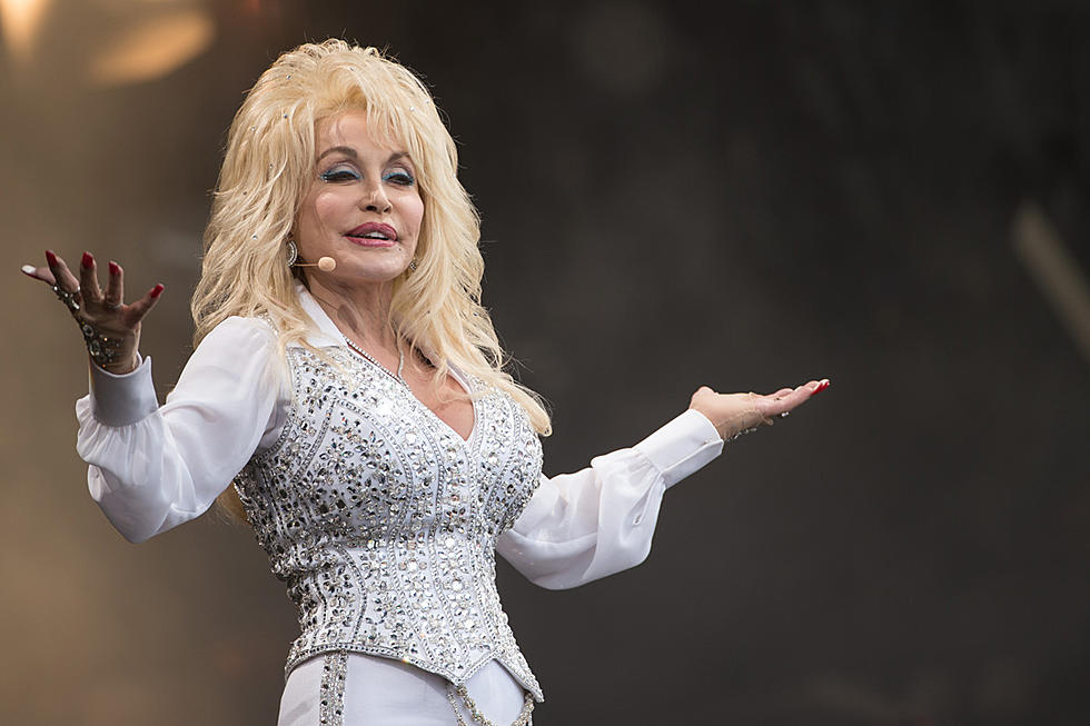 Dolly parton in netflix series singing heartstrings'